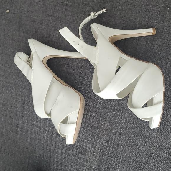 Aldo straps pumps in white, size 7